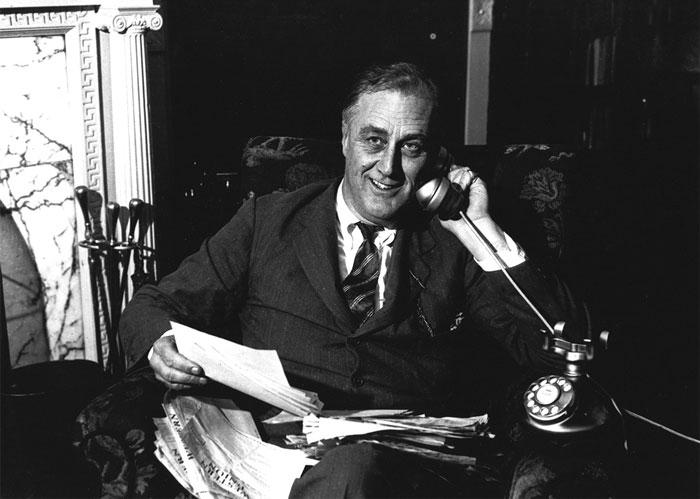 Mỗi khi bộ máy quan trường Washington bị khuyết những vị trí trọng yếu, thì công việc đầu tiên của Nhà Trắng là gọi điện cho Hội đồng quan hệ quốc tế ở New York.