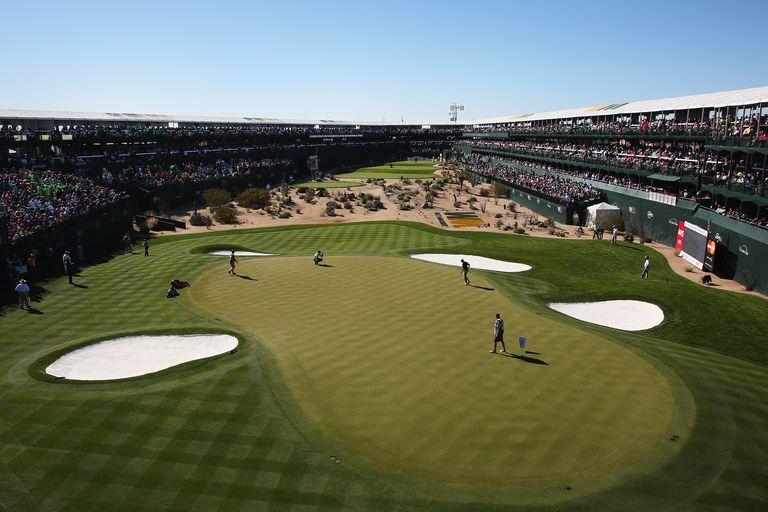 Một vài tên tuổi lớn như công ty tổ chức giải đua Nascar và hãng du lịch golf PGA Tour rút mối kinh doanh của họ tại địa điểm dưới tay Trump.
