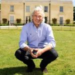 Robin Hutson đã có một sự nghiệp lừng lẫy trong ngành khách sạn
