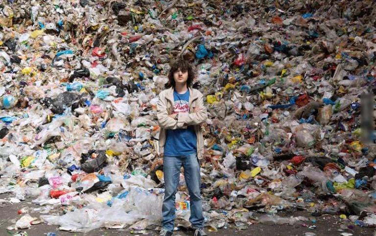 Cậu thiếu niên dành 10 năm làm sạch một nửa Thái Bình Dương và kiếm được 3,2 tỷ đôla