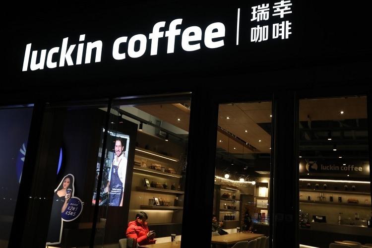 Trung Quốc: Nữ sáng lập viên chuỗi Luckin Coffee phút chốc thành tỷ phú