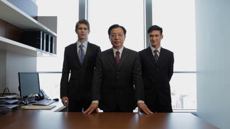 """Khi tôi còn làm cho hãng Eisenberg và Hartcourt vào những năm đầu mở cửa của Trung Quốc (1975-1990), chúng tôi được tiếp đón nồng hậu và được mời đầu tư váo những công ty mà chánh phủ TQ cho là """"hòn ngọc"""" giá trị nhất của họ."""