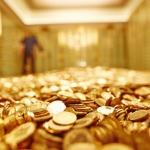 Vàng ảnh hưởng đến tiền như thế nào
