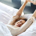Thư giãn trên giường vài phút trước khi bước ra khỏi giường giúp phòng ngừa nhiều rủi ro về sức khỏ