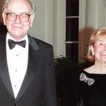 Vụ đầu tư quan trọng nhất của Warren Buffett: Đàn ông tìm đúng người phụ nữ, có thể bớt được 20 năm phấn đấu