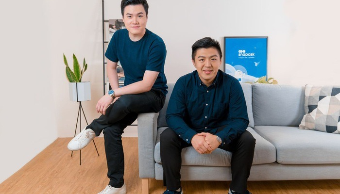 Timothy Yu (trái), người sáng lập, CEO của Snapask và Terry (phải), giám đốc tài chính - Ảnh: Snapask