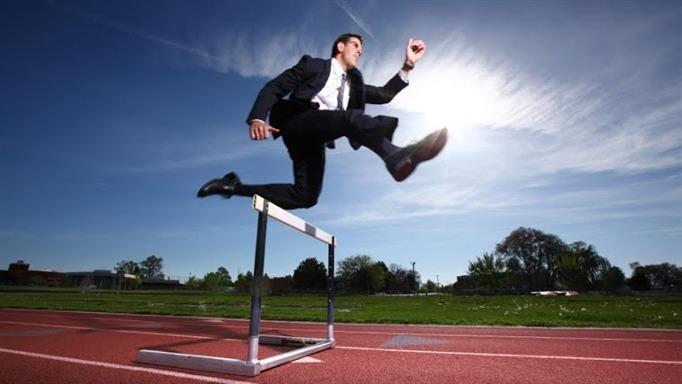 """""""Không mờ mắt vì những lợi ích, tiện nghi trước mắt để đạt được thành tựu lâu dài là điều kiện tiên quyết để thành công""""."""