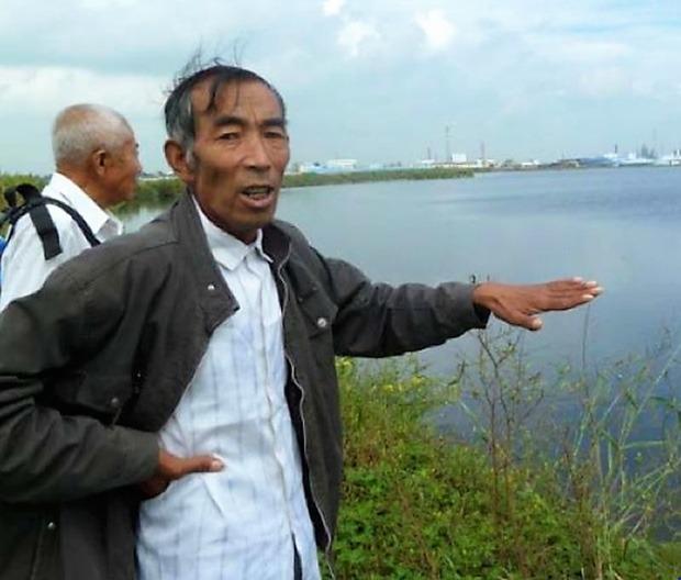 Ông Vương và những cư dân khác của làng Yushutun đã giành thắng lợi trong vụ kiện chống lại công ty Qihua tại Toà án quận Ngang Ngang Khê của vùng Tề Tề Cáp Nhĩ