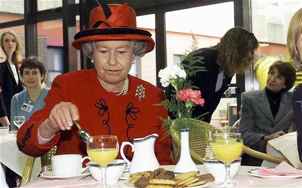 3 thói quen ăn uống giúp Nữ hoàng Elizabeth II đã 93 tuổi mà vẫn sống khỏe mạnh, trường thọ