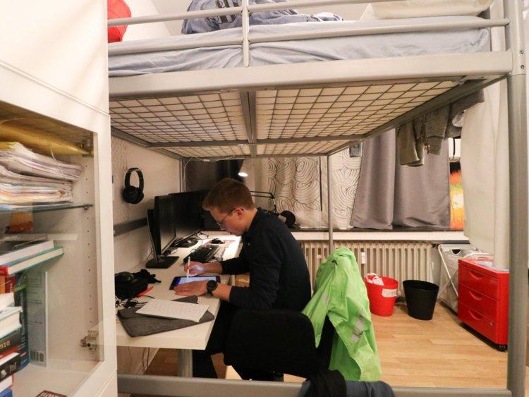 Nils Reichardt: 17 tuổi đã điều hành startup riêng và đạt kết quả học tập ấn tượng