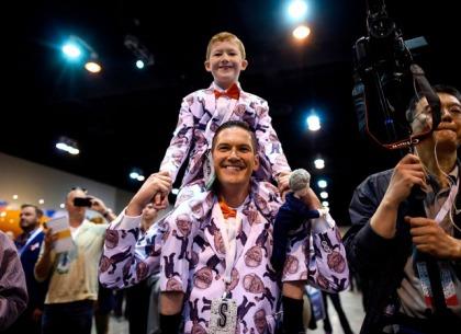 Đây là lý do tôi đưa con mình đến đại hội cổ đông gặp Warren Buffett