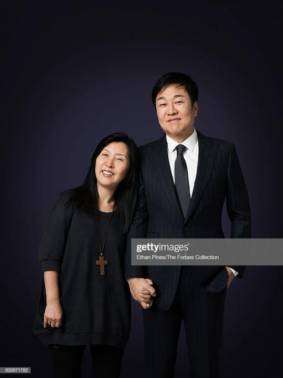"""Forever 21: """"Giấc mơ Mỹ"""" nay đã tàn của đôi vợ chồng người Hàn từ bàn tay trắng tạo dựng đế chế thời trang nổi tiếng"""