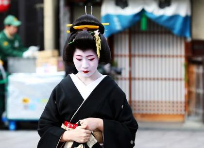 Mặt trái trong văn hóa kiên trì nổi tiếng của người Nhật: Từ một chữ