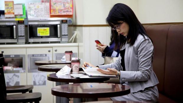 """Mặt trái trong văn hóa kiên trì nổi tiếng của người Nhật: Từ một chữ """"Nhẫn"""", tích tụ mãi cũng đến lúc vỡ bờ"""