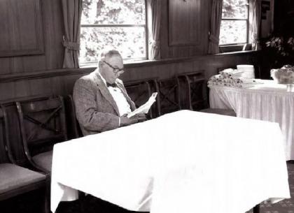 5 bài học thông tuệ từ cánh tay phải của Warren Buffett