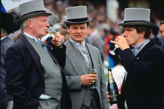 5 đặc điểm của đàn ông giàu: Móng tay sạch, không nói chuyện tiền nong, số 3 là điểm người khác khó lòng bắt chước!