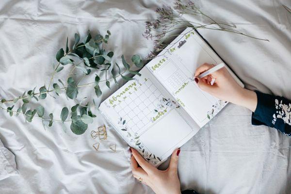 Kế hoạch năm mới: Dậy sớm, đọc sách, lên kế hoạch, vận động, biết ơn, ở một mình, viết nhật kí, sống một cuộc sống kỉ luật