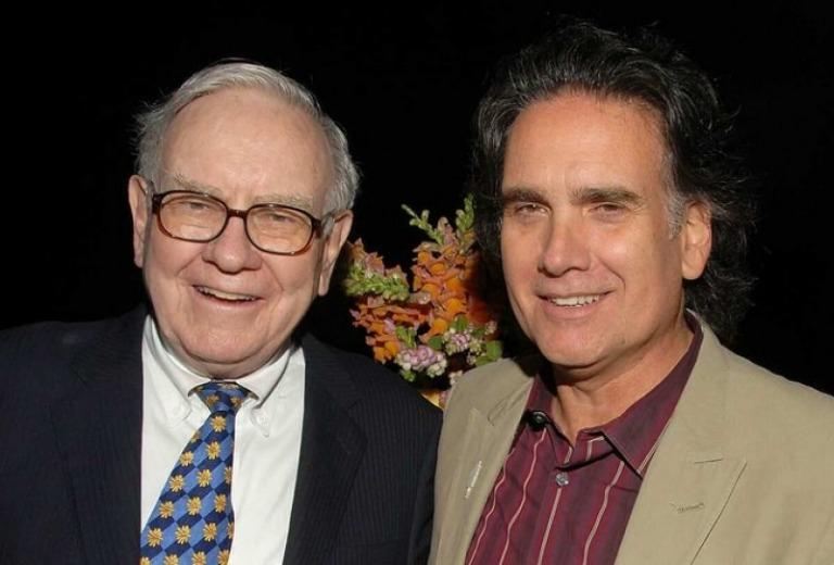Con trai Warren Buffett: Cuộc sống đạm bạc và cách tiêu tiền thừa kế
