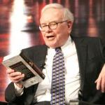 Vượt qua khủng hoảng với 2 cuốn sách Warren Buffett gợi ý