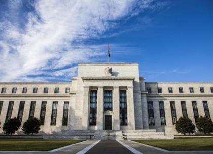 Fed trì hoãn việc mua lại cổ phiếu và chia cổ tức của các ngân hàng lớn