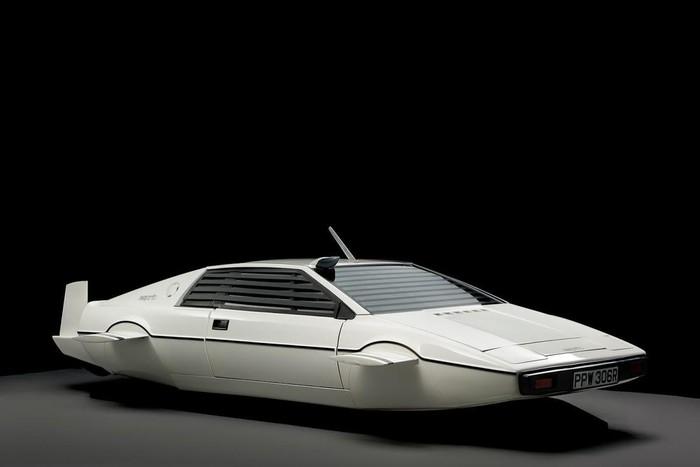 Musk mua xe chạy dưới biển của James Bond