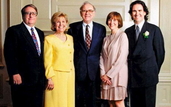 """200 triệu USD trôi qua tay """"nhẹ tựa lông hồng"""", đây là cách con út của Warren Buffett sống một cuộc đời không hối tiếc"""