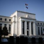 Fed hứa giữ nguyên lãi suất cận 0 tới năm 2023, chứng khoán Mỹ diễn biến trái chiều