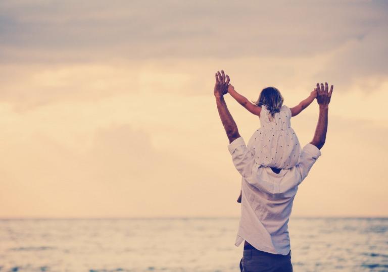Cha không hoàn hảo nhưng luôn yêu con theo cách hoàn hảo nhất!