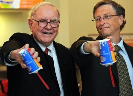 """Chỉ với 1 câu hỏi lần đầu gặp gỡ, Warren Buffett đã khiến Bill Gates """"phải lòng"""" ngay lập tức"""
