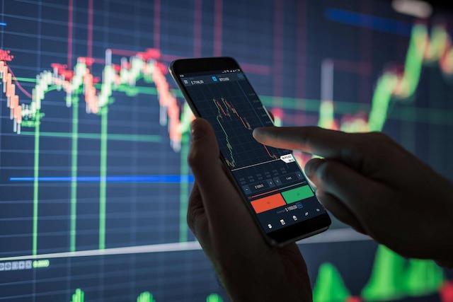 Đầu tư khi nền kinh tế tái mở cửa: Cẩn trọng với cổ phiếu bị định giá quá cao