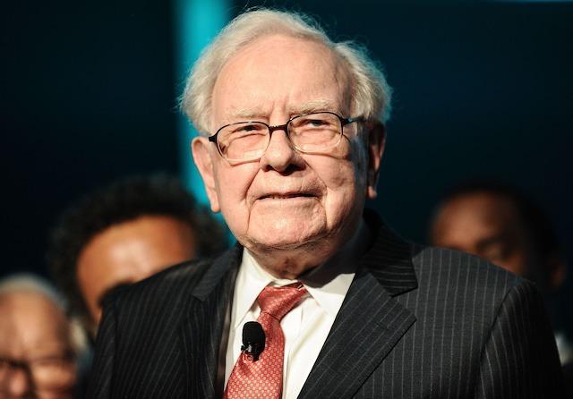 Warren Buffett cảnh báo nhà đầu tư không nên mua đi bán lại nhiều lần